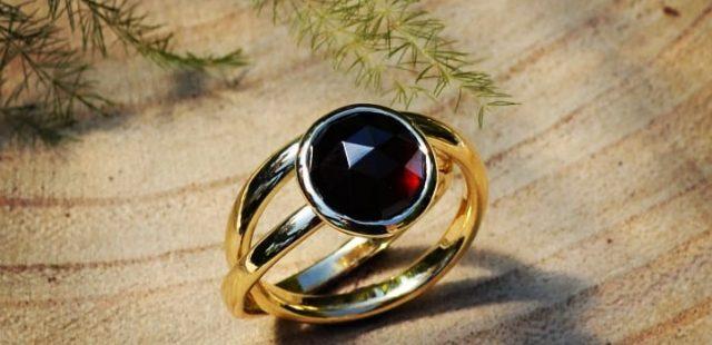 Twee trouwringen worden één ring